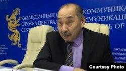 Гайса Капаков, глава Западно-Казахстанской областной избирательной комиссии, во время брифинга в филиале службы центральных коммуникаций. Уральск, 22 февраля 2016 года.