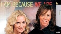 """Мадонна и Джейн Розенталь на премьере фильма """"I Am Because We Are"""" в рамках фестиваля"""