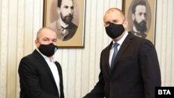 Зам.-председателят на ИТН Тошко Йорданов и президентът Румен Радев по време на консултациите във вторник