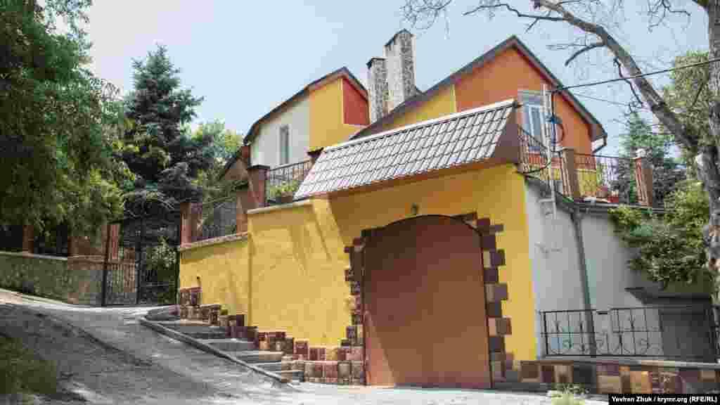 Частный дом на территории парка