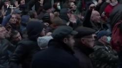 Грузинский спецназ разблокировал парламент, применив водометы