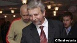 К концу президентской гонки Александр Милинкевич рассчитывает остаться единственным кандидатом от оппозиции