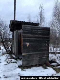 Уличный туалет в театре Мотыгино