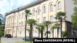 В абхазском парламенте сегодня прошло второе заседание осенней сессии