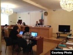 Зал судебного заседания по делу Владимира Козлова, Серика Сапаргали, Акжаната Аминова.