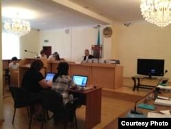 "На суде по делу ""о разжигании социальной розни"". Актау, 16 августа 2012. Фото с Twitter'a."