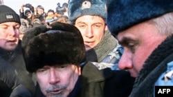 Так задерживали Эдуарда Лимонова 31 января 2009 года