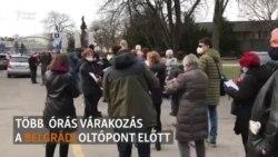 Kígyózó sorok az oltóközpont előtt Belgrádban