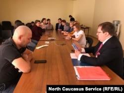 """Пресс-конференция сторонников """"Свидетелей Иеговы"""" в Махачкале"""