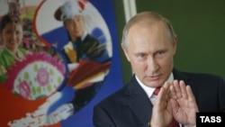 Россия. Владимир Путин на встрече с гимназистами во Владивостоке 1 сентября 2016 г.