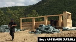 Как заявили представители центральных властей Грузии, полицейский блокпост в районе села Чорчана предназначен лишь для обеспечения безопасности местного населения, что никак не может угрожать Цхинвали