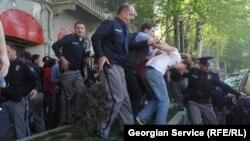 Особое внимание Народный защитник Грузии уделил вопросу превышения должностных полномочий представителями правоохранительных органов