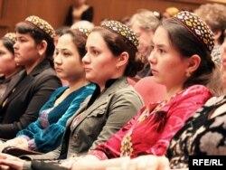 Konferensiýadaky türkmen talyplary