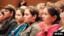 Turkmen students listening to a lecture in Ashgabat