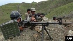 Афганские пограничники на границе с Пакистаном.