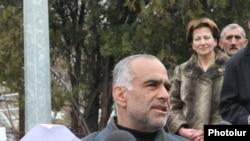 Րաֆֆի Հովհաննիսյանի ասուլիսը Ազատության հրապարակում, Երեւան, 22-ը մարտի, 2011թ.