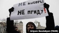 """Один из участников """"забастовки избирателей"""" в Москве 28 января"""