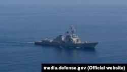 Есмінець ВМС США прямує у Чорне море