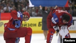 Российские хоккеисты Александр Овечкин и Илья Ковальчук после финала чемпионата мира 2010 г