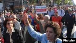 Armenia -- Armenian Revolutionary Federation supporters demonstrate in Yerevan against Turkish-Armenian agreements on October 9, 2009.