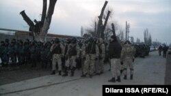 Бойцы спецподразделений полиции в Бурыле. 17 февраля 2016 года.