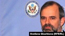 Кеннет Дж. Фэйрфакс, посол США в Казахстане. Астана, 8 февраля 2012 года.