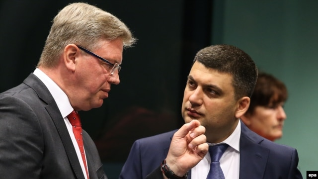 Ukraine's new acting Prime Minister Volodymyr Hroisman (right) withEuropean Union enlargement chief Stefan Fuele in Brussels earlier this month.