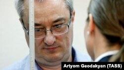 Former Komi regional Governor Vyacheslav Gaizer in court on June 10.