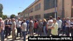 """Архивска фотографија: Вработени во прилепскиот загубар """"Еурокомпозит"""" штрајкуваат, оти не земале плати со месеци во јуни годинава"""