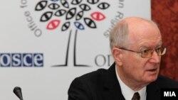 Прес-конференција на набљудувачите на ОБСЕ/ОДИХР. Амбасадорот Герт Хајнрих Аренс.