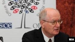 Амбасадорот Герт Хајнрих Аренс.