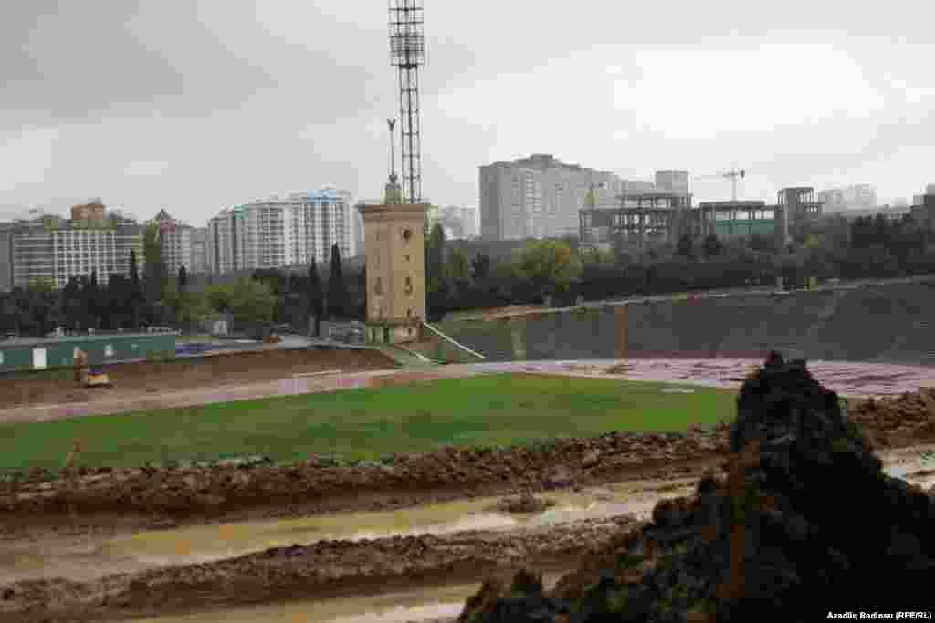 Tofiq Bəhramov adına Respublika Stadionu əsaslı təmirə dayandırılıb. Stadionun bütün oturacaqları sökülüb