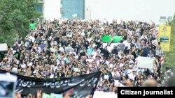 نمایی از تجمع اعتراض رو پنجشنبه حامیان میرحسین موسوی و مهدی کروبی در تهران