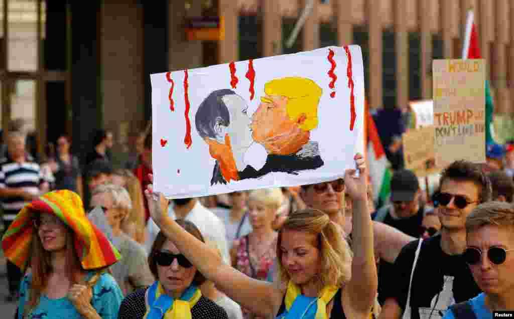 Изображение поцелуя президента США Дональда Трампа и президента России Владимира Путина на плакате активистки. Такое граффити в мае 2016 нарисовали литовцы Миндаугас Бонану и Доминикас Чечкаускас на стене барбекю-ресторана в Вильнюсе. Идея создания граффити у Чечкаускаса и Бонану появилась после того, как президент России Владимир Путин и тогдашний кандидат в президенты США от Республиканской партии Дональд Трамп обменялись заявлениями со словами взаимного восхищения
