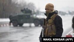 Anëtar i personelit të sigurisë në vendin ku ka ndodhur sulmi sot në Kabul.