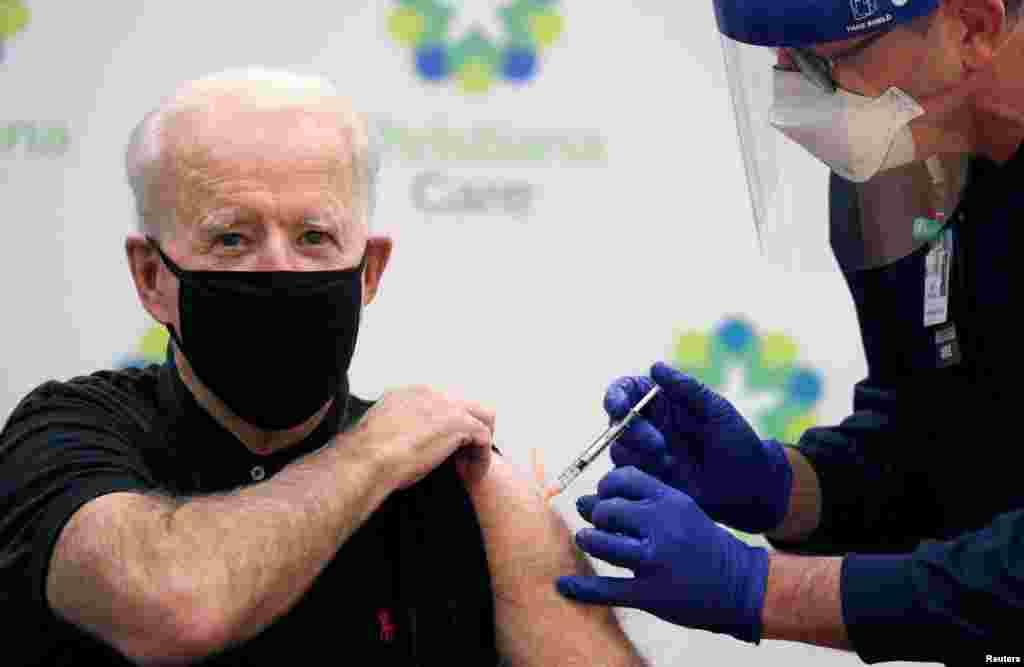 Joe Biden amerikai elnök január 11-én kapta meg a második dózist a Pfizer/BioNTech koronavírus-elleni vakcinájából. A januárban beiktatott elnök többek között ezzel kívánta kifejezni, biztonságosak a vírus ellen kifejlesztett oltások.