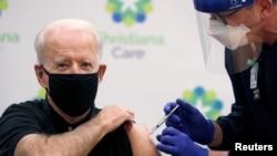 Pe 11 ianuarie 2021, președintele american Joe Biden primea a doua doză de vaccin anti Covid-19, Washington, SUA.