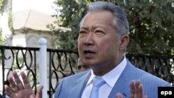 Gyrgyzystanyň gaýtadan saýlanan prezidenti Kurmanbek Bakiýew.