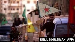 Члены и сторонники курдских военных формирований в Сирии (архивное фото)
