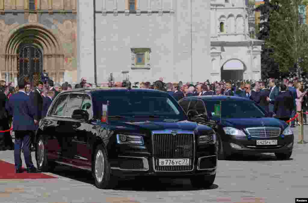 لیموزین ویژه ولادیمیر پوتین، رئیسجمهوری روسیه، این خودرو برای نخستین بار در مراسم ادای سوگند چهارمین دوره ریاست جمهوری وی، روز دوشنبه ۱۷ اردیبهشت ماه، رونمایی شد.