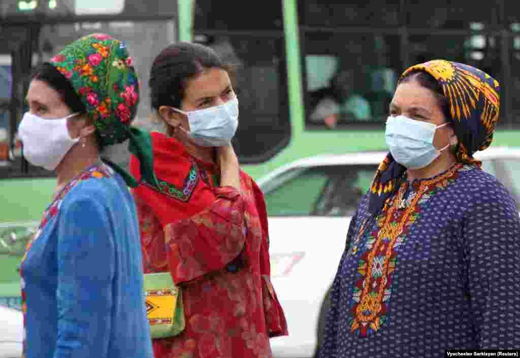 COVID-19 в Туркменистане официально не зарегистрирован, но ношение масок в общественных местах обязательно, Ашхабад, 13 июля 2020 г.