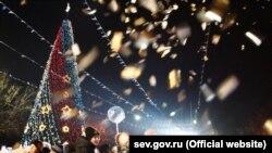 Новогодний калейдоскоп: главные елки Крыма (фотогалерея)