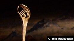 """""""Кыргызстан - кыска метраждуу тасмалар өлкөсү"""" фестивалынын символу. Иллюстрациялык сүрөт."""
