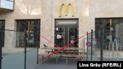 Un McDonald's din centrul Chișinăului închis din cauza pandemiei