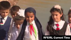 Школьники в Таджикистане.