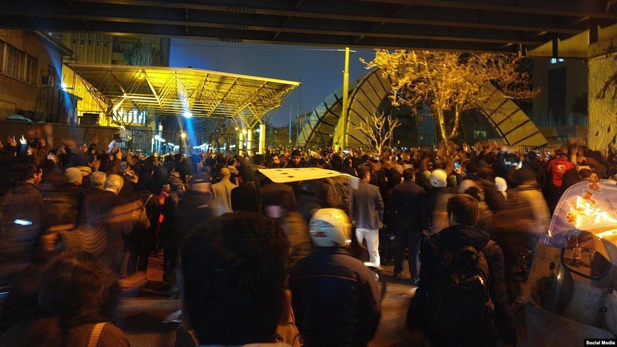 Во время протестов в Тегеране задержали британского посла. МИД отреагировало