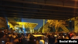 Мітинг біля Технологічного університету імені Аміра Кабіра