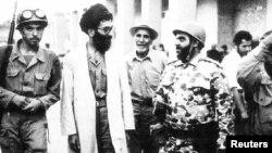 Ali dini lider Ayatollah Ali Khamenei İran-İraq müharibəsi zamanı cəbhə xəttində