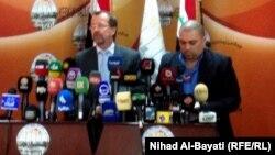 رئيس بعثة عام الامم المتحدة الى العراق مارتن كوبلر يتحدث في مؤتمر صحفي في كركوك