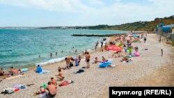 Пляж у мыса Толстый
